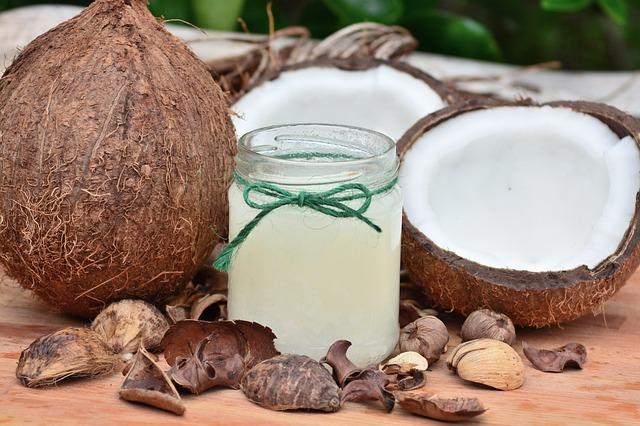 kokosový ořech a kokosový olej